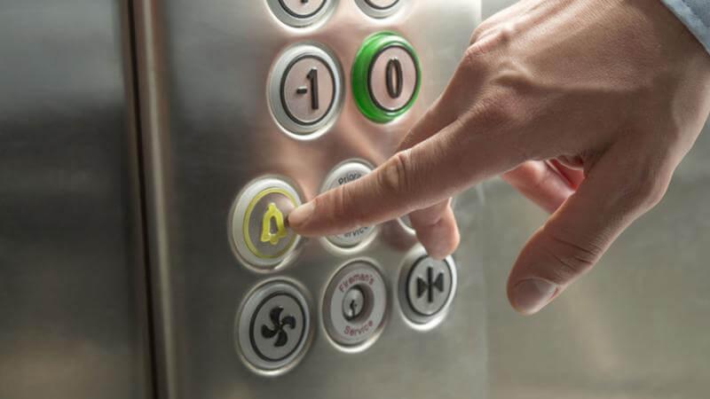 Как себя вести если лифт застрял