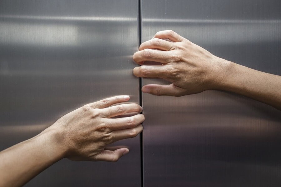 Почему лифты застревают